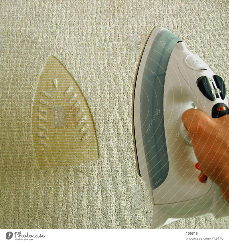 PIMPSHIFTER dumm bügeln Bügeleisen negativ Missgeschick gefährlich brennen Hand Haushalt Dinge evident Zweck Elektrizität Relief Muster liegen Kabelbrand