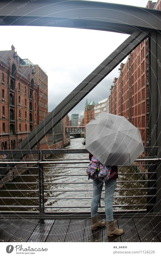 Schietwetter Mensch Himmel Kind Jugendliche Wasser Wolken Haus Winter Umwelt Leben Architektur Herbst Gebäude Regen Wetter Körper