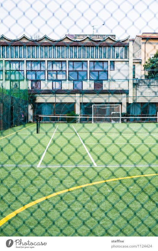 Linienrichter Sport Sportstätten Fußballplatz Spielen Tennis Schulsport Farbfoto Außenaufnahme