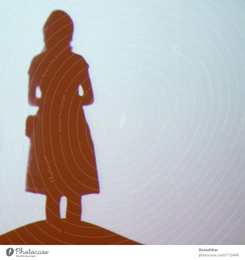 Schattenspiel 18 Wellen untergehen Hügel Beule Abschied Frau feminin Silhouette frei geheimnisvoll stehen In sich gekehrt Denken Gebet Tasche Porträt Aussicht