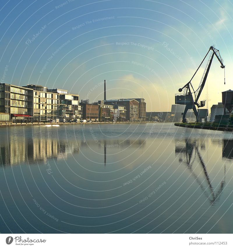 Kreativkai : Stadthafen1, Münster_01 Spiegel Reflexion & Spiegelung Kran Baukran himmelblau ruhig Wasserfahrzeug Neubau Altbau Renovieren Zerreißen Hafen