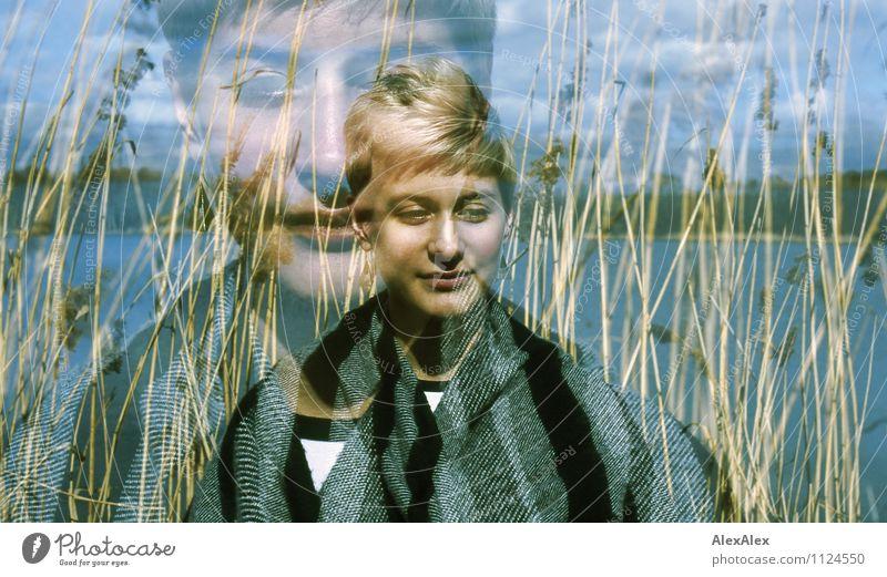Am See Jugendliche schön Baum Junge Frau Erholung Wolken 18-30 Jahre Ferne Erwachsene Gesicht Wiese natürlich Küste Freiheit Zufriedenheit