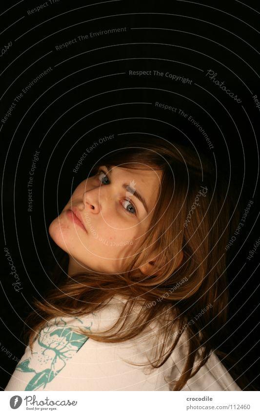 rückblick Frau Augenbraue Lippen feminin Porträt drehen braun Pullover genervt trist streng Blick Haare & Frisuren Haut Mund spektisch Ohr Hals Verkehrswege