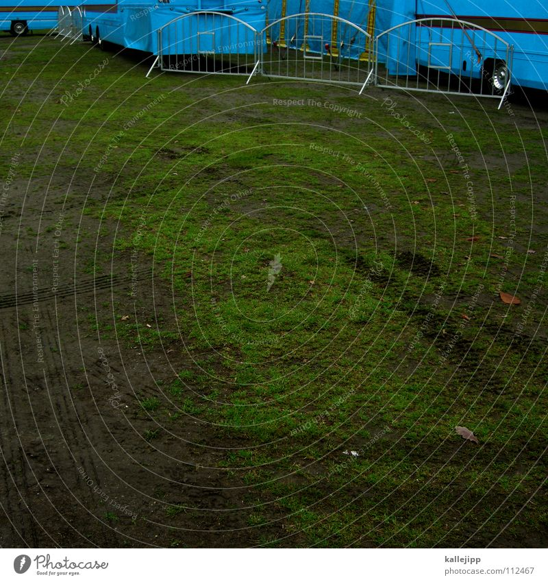 festwiese blau grün Wiese Gras Stimmung Feste & Feiern Platz Show Rasen Spuren Gastronomie Dorf Lastwagen Verkehrswege Eingang Barriere