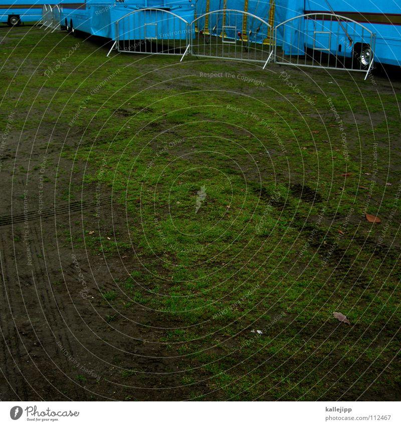 festwiese Wiese Zirkus Show Dorf Platz Entertainment Reifenspuren Gras Barriere Sperrzone Wagen Wohnwagen Lastwagen Konstruktion Demontage Stimmung heiter