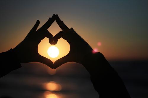 FF# Warmherz I Mensch Ferien & Urlaub & Reisen Sonne Hand Liebe Kunst Zufriedenheit ästhetisch Herz Symbole & Metaphern Sonnenbad Sonnenenergie herzförmig