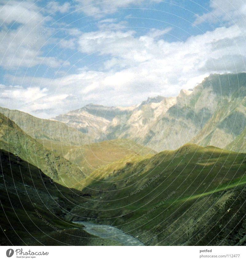 Zojilla Pass Kaschmir IV Himmel grün Ferien & Urlaub & Reisen Wolken Ferne Berge u. Gebirge Erde Wetter hoch wandern Fluss Kultur Asien Amerika Indien Nepal