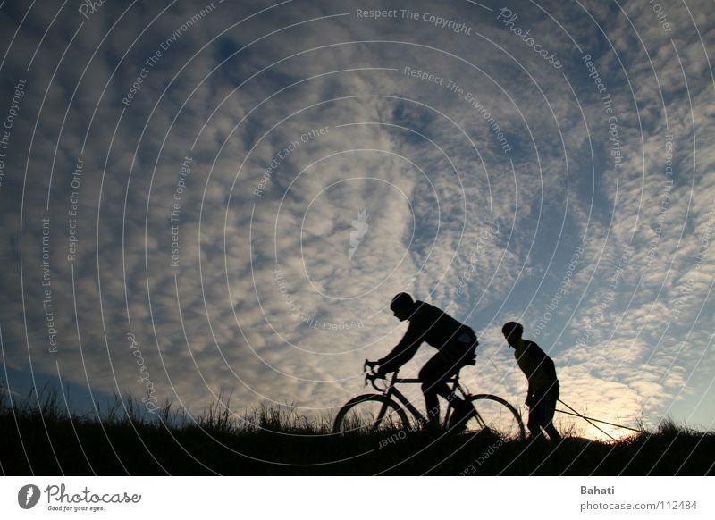 Überholmanöver Himmel Wolken Freizeit & Hobby Fahrradfahren Sportveranstaltung Funsport Motorradfahrer überholen