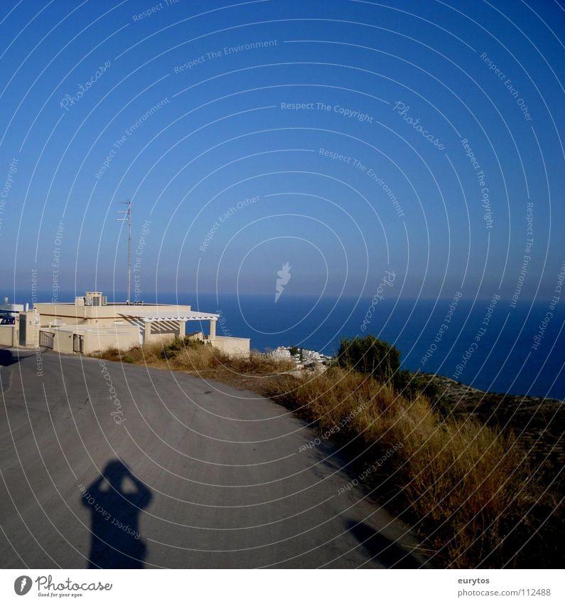 Sonne im Rücken... Himmel Meer blau Sommer Ferien & Urlaub & Reisen Haus Ferne Straße Freiheit Wärme Landschaft Küste Horizont Insel Asphalt Physik