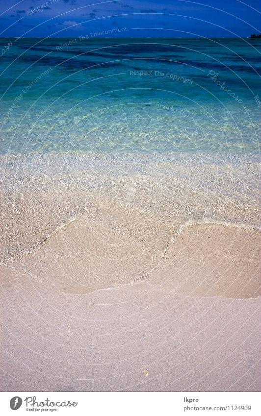 Strand Meer Insel Wellen Sand Himmel Wolken Felsen Küste Stein blau braun gelb grün schwarz weiß ile du cerfs Mauritius Wasser Gezeiten Ebbe schäumen Bierschaum