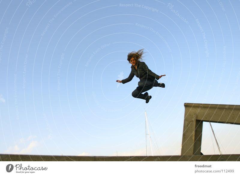 geht doch Himmel Blume Freude springen fliegen hoch Beton Aktion Luftverkehr fallen gefroren Schweben Dynamik Barcelona Besen sehr wenige