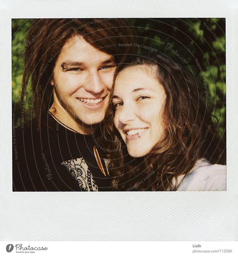 Glück zu zweit Jugendliche Sommer Freude Liebe Paar Wärme Zufriedenheit Wohnung Mann Polaroid Fröhlichkeit Physik brünett Partnerschaft Piercing
