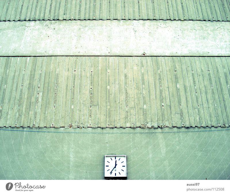 Time is on my side Uhr Zeit Betonwand ticktack Detailaufnahme Vergänglichkeit 5 nach halb 12 fünf nach halb