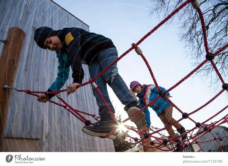 Spiel Platz Kinderspiel Bildung Schule lernen Schulhof Schüler Bewegung festhalten Abenteuer Zufriedenheit Kontrolle Konzentration Sicherheit Klettern