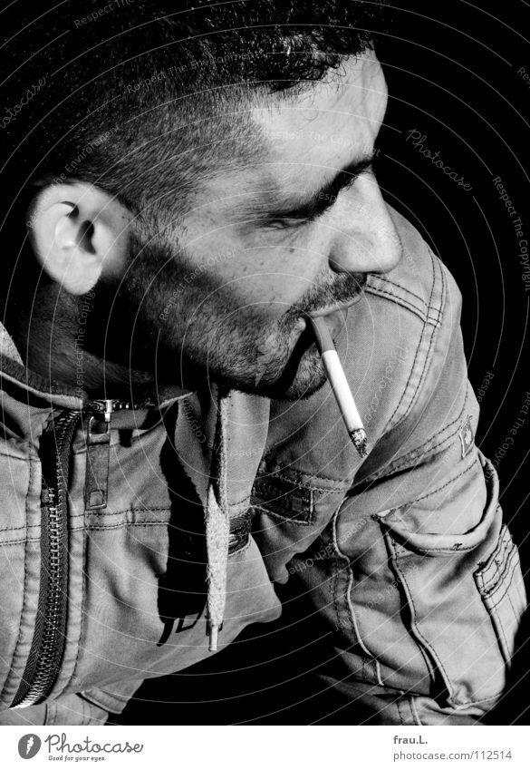 Johnny Mann Zigarette Sonnenlicht Jacke attraktiv Ecke sensibel schön maskulin Bart Porträt Freizeit & Hobby Club eckig typisch Stoppel Bartstoppel