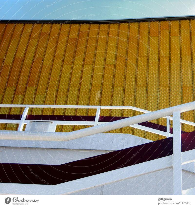 philharmonie II Himmel blau gelb Berlin Gebäude gold Fassade Treppe modern Kultur Konzert Veranstaltung Geländer Berliner Philharmonie