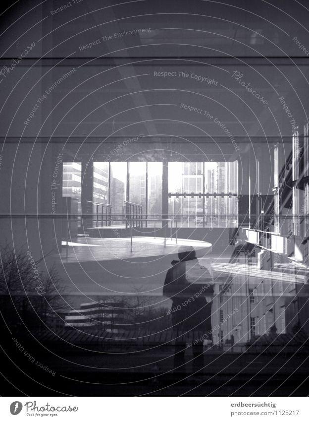 Augmented Reality Stadt Fenster Architektur Gebäude außergewöhnlich Metall modern Glas stehen Zukunft entdecken Irritation durcheinander Enttäuschung Industrieanlage Medienbranche