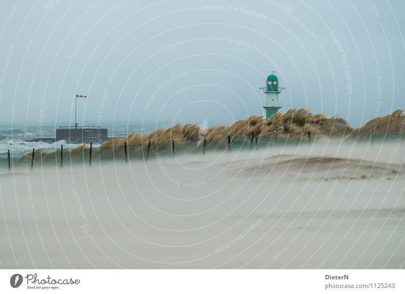 Ordentlich Wind Umwelt Natur Landschaft Himmel Horizont Klima Wetter schlechtes Wetter Unwetter Sturm Nebel Gras Küste Ostsee Meer Verkehrswege Schifffahrt blau