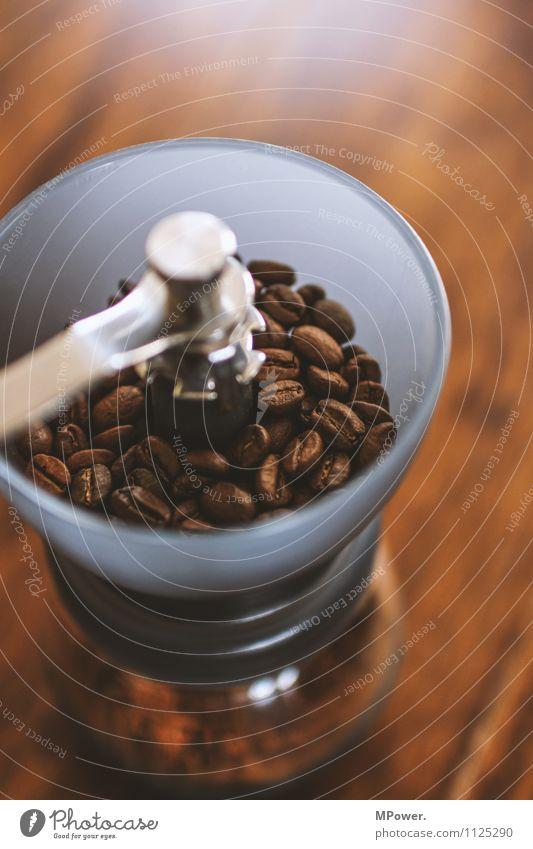 frisch gemahlen Lebensmittel Kaffeetrinken Heißgetränk sparen trendy Bohnen Mühle Kaffeemühle braun Duft lecker Tisch analog Bioprodukte Fairness Genusssucht