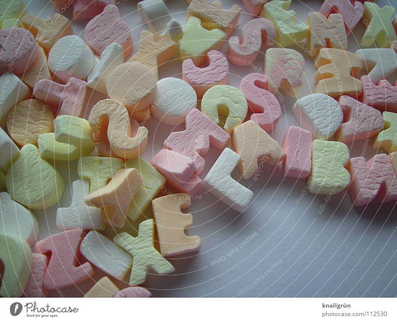 Bunte Mischung weiß Ernährung gelb orange rosa Buchstaben Süßwaren Bonbon Lateinisches Alphabet