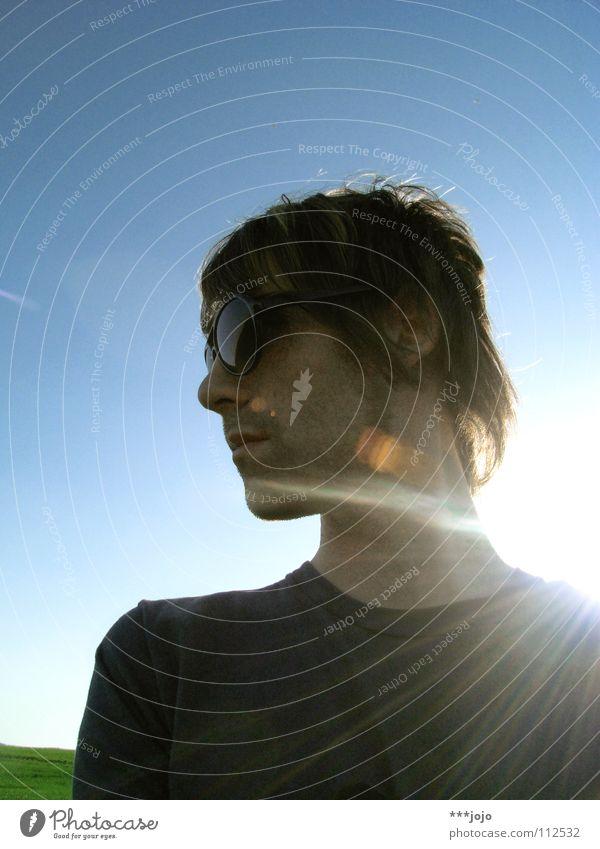 t.u.r.n.a.r.o.u.n.d. Selbstportrait Pornobrille Physik Mann Sonnenbrille Brille Körperhaltung unrasiert Gegenlicht Sonnenstrahlen Lichtpunkt Coolness