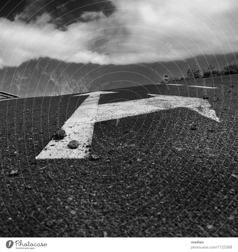 Himmelfahrt Landschaft Wolken Wetter Schönes Wetter Sträucher Felsen Berge u. Gebirge Verkehr Straßenverkehr Autofahren Straßenkreuzung Verkehrszeichen