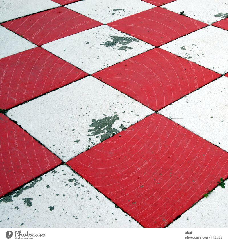 Schachmatt! schwarz kariert Macht weiß rot leer dreckig Schauinsland Konzentration Erfolg Sportveranstaltung Konkurrenz König herrscher Dame Läufer Turm