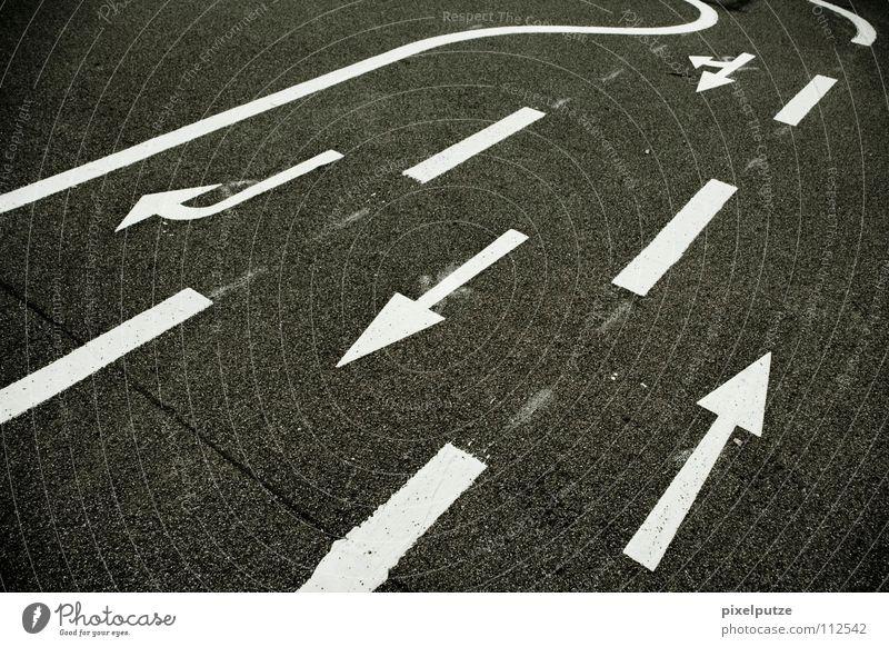 un wir fahhhhrn... Wege & Pfade Linie Schilder & Markierungen Verkehr Geschwindigkeit fahren Asphalt Pfeil Rennsport Verkehrswege Richtung Straßenverkehr Gesetze und Verordnungen Wandel & Veränderung Wechseln