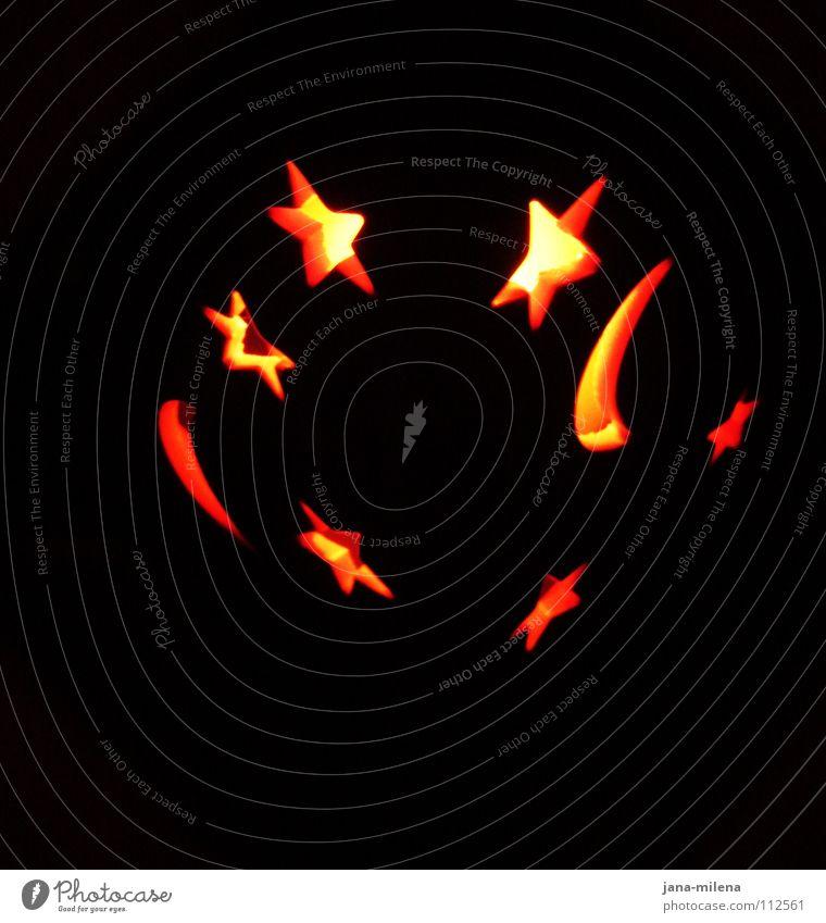 Waiting for a star to fall. Weihnachten & Advent Freude gelb Lampe dunkel hell Beleuchtung Feste & Feiern orange Stern (Symbol) Kerze Dekoration & Verzierung Mond Flamme festlich