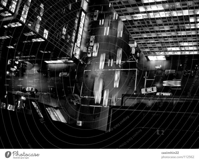 New York Nights New York City Nacht Verkehr Hochhaus Straßenkreuzung Vogelperspektive Stress Eile dunkel Geschwindigkeit Gebäude Fenster Einbahnstraße grün