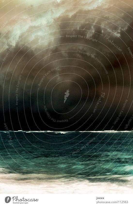 Düstere Horizontale Wasser Himmel Meer Strand Ferien & Urlaub & Reisen Wolken dunkel See Regen Wellen Küste Angst Wetter Insel bedrohlich Klima