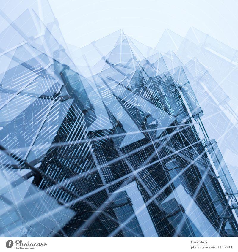 vielschichtig Stadt blau Architektur Stil Gebäude Fassade Stadtleben Design Glas Perspektive ästhetisch Kreativität Zukunft einzigartig Industriefotografie