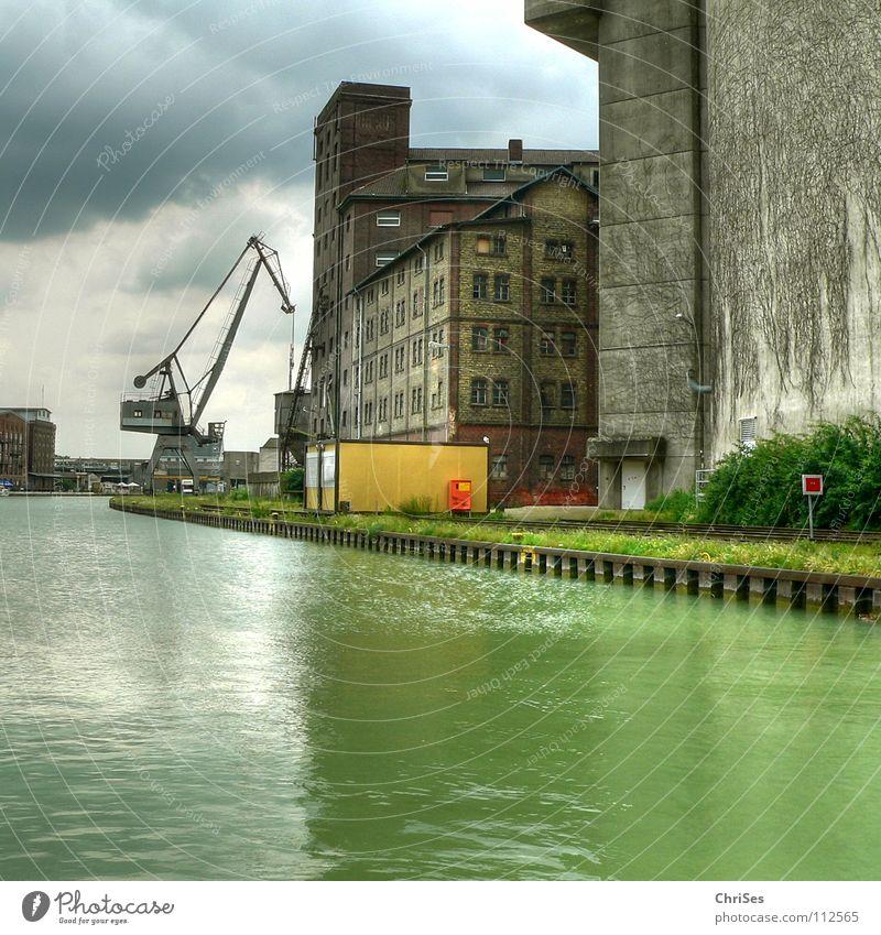 Stadthafen 1 Münster grün Wolken Arbeit & Erwerbstätigkeit grau Wasserfahrzeug Industrie Hafen Spiegel Schifffahrt Kran Renovieren Algen Abwasserkanal Altbau