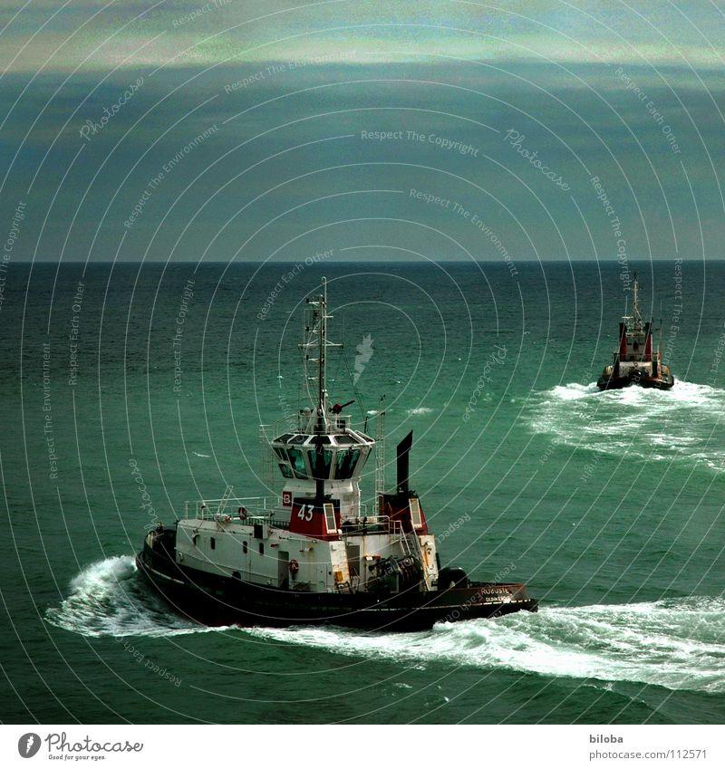 Ab heute gehen wir getrennte Wege Wasserfahrzeug Fischerboot Fischereiwirtschaft Meer grün Ärmelkanal trüb Stimmung Trennung Vergänglichkeit Nordsee Regen