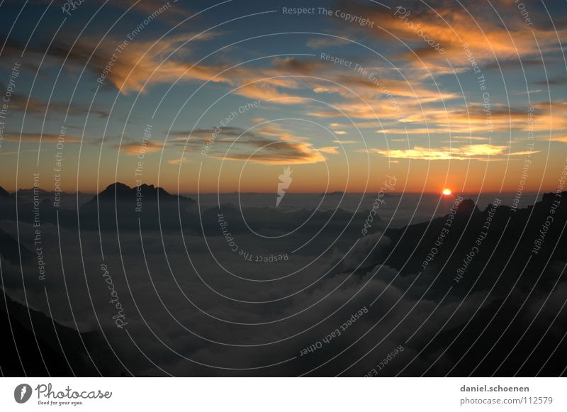 keine Angst, sie kommt wieder, die Sonne Licht Horizont Sonnenuntergang Cirrus Schweiz Berner Oberland wandern Bergsteigen Freizeit & Hobby Ausdauer weiß Wolken