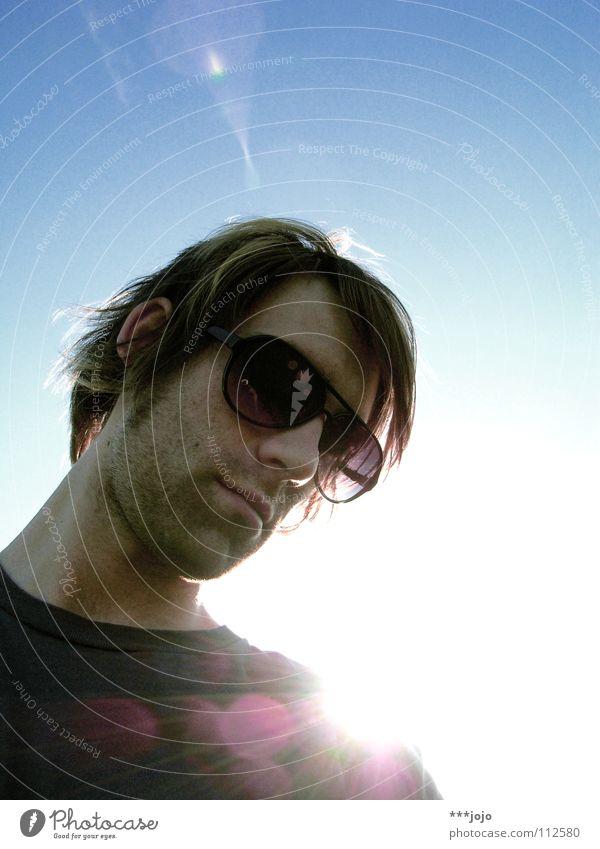 b.a.c.k.l.i.g.h.t. Himmel Mann Jugendliche Sonne Wärme Bekleidung Coolness Brille Körperhaltung Physik Sonnenbrille Gegenlicht Selbstportrait Lichtpunkt Blendenfleck Dreitagebart