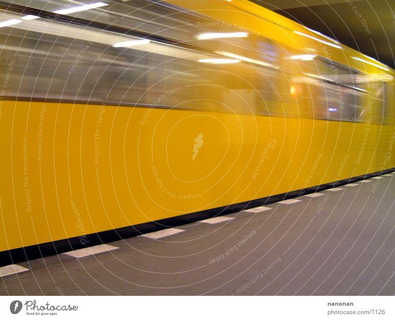 Berliner U-Bahn gelb Verkehr Berliner Verkehrsbetriebe