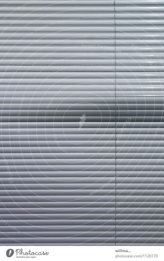 Sichtschutz Rollo Jalousie grau Ordnungsliebe planen Schutz Wellen Irritation Störung Streifen Linie Linienstärke Verschiedenheit graphisch Muster