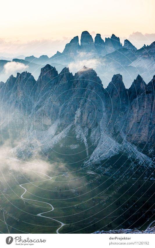 Sonnenuntergang in den Dolomiten Natur Pflanze Sommer Landschaft Freude Tier Umwelt Berge u. Gebirge Leben Straße Gefühle Wiese Glück Stimmung Felsen