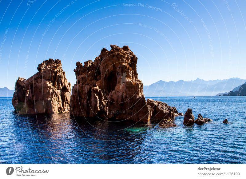 Schroffe Küste im blauen Meer Natur Ferien & Urlaub & Reisen Pflanze Sommer Wasser Landschaft Tier Ferne Umwelt Berge u. Gebirge Gefühle Freiheit Felsen
