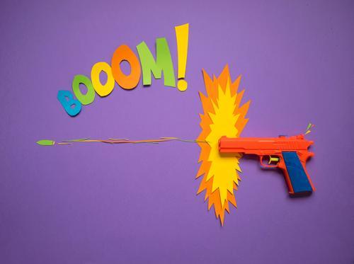 Booom! Kind Spielen Schule rosa orange Design Schriftzeichen Kreativität Papier Zeichen Jugendkultur Ziffern & Zahlen Ziel Kitsch violett Wut