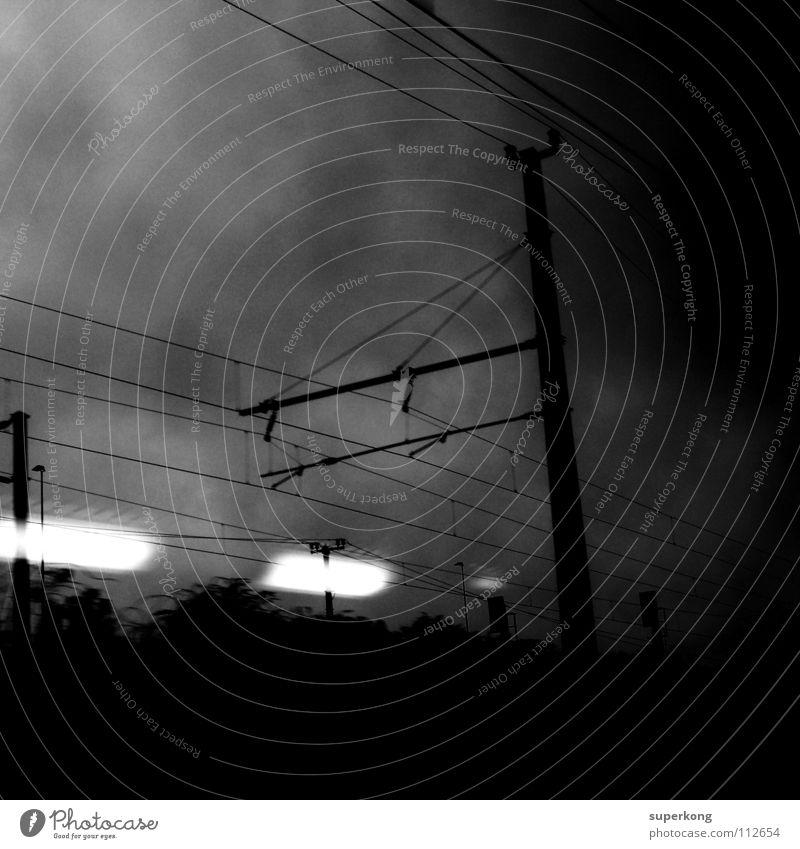 Trainspotting Stil Schwarzweißfoto Andre Mayr Industriewesen lights black white train move space