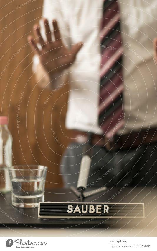Keine Fragen mehr! Mensch Mann Erwachsene sprechen Business Körper Schriftzeichen Industrie Zeichen Wut Wirtschaft Sitzung Hemd Zeitung Karriere