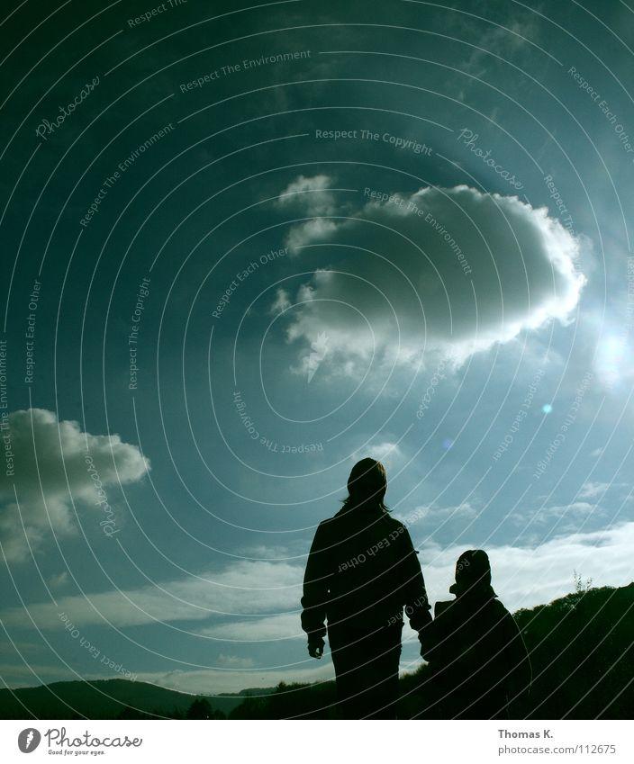 You'll never walk alone.... Kind Himmel Sonne Wolken Einsamkeit Erwachsene Zufriedenheit Zusammensein gehen geschlossen Spaziergang Geborgenheit kümmern