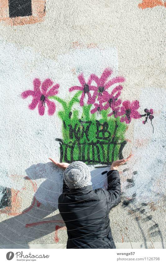 Zum Muttertag Mensch Frau Stadt Haus schwarz Erwachsene Wand Graffiti feminin lustig Mauer Fassade 45-60 Jahre Geschenk Wohnhaus Blumenstrauß