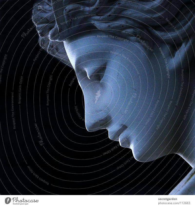 erleuchtet Statue Silhouette Licht erleuchten Friedhof Grabstein Kunst dunkel Dämmerung Griechenland Trauer ruhig Umhang Tracht Frau Steinfigur Grabmal