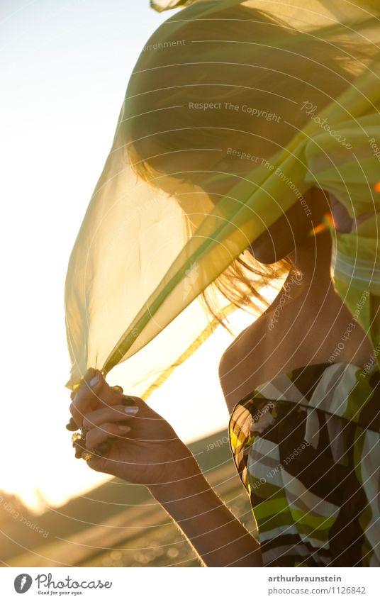 Abendsonne Mensch Frau Natur Ferien & Urlaub & Reisen Jugendliche schön Sommer Junge Frau Sonne Erotik 18-30 Jahre Erwachsene Leben feminin Stil Glück