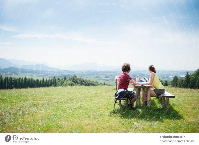 Pause vom wandern Mensch Natur Jugendliche Sommer Junge Frau Sonne Junger Mann Landschaft Freude 18-30 Jahre Berge u. Gebirge Erwachsene feminin Lifestyle Freiheit Paar