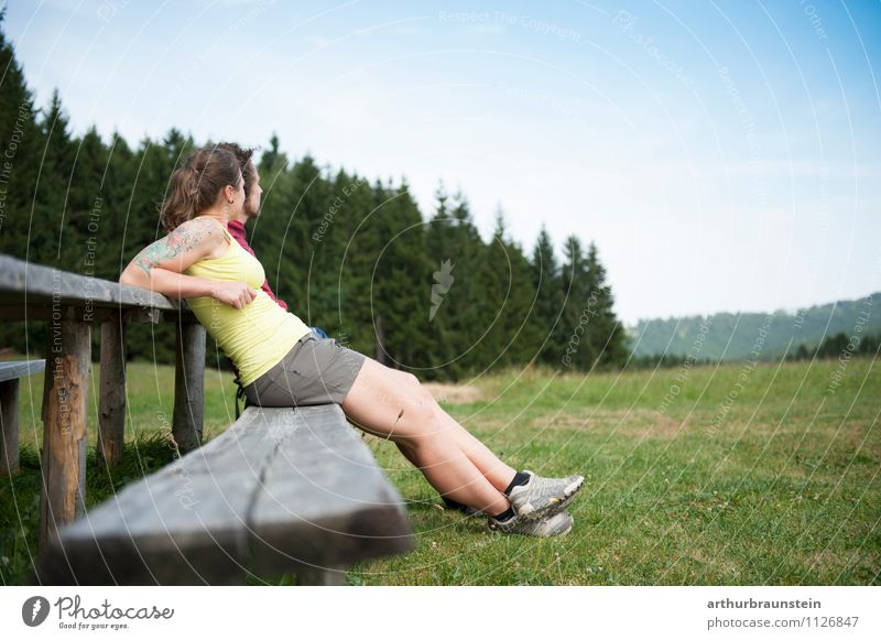 Pause vom wandern Glück Gesundheit sportlich Ferien & Urlaub & Reisen Ausflug Sommerurlaub Berge u. Gebirge Sport Klettern Bergsteigen Mensch maskulin feminin