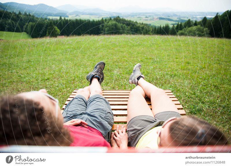 Die Aussicht genießen Mensch Natur Jugendliche Junge Frau Landschaft Junger Mann 18-30 Jahre Erwachsene Berge u. Gebirge Leben Wiese feminin Sport Freiheit Paar Lifestyle